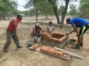Los miembros de la comunidad participan activamente en el desarrollo de los trabajos.